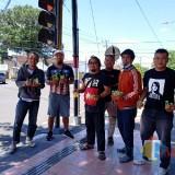 Musisi Blitar Bagikan Gratis Hand Sanitizer, Ajak Masyarakat Perang Lawan Covid-19