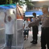 Tekan Penyebaran Covid-19, Polisi Gelar Razia dan Semprot Anjal di Kota Blitar dengan Disinfektan