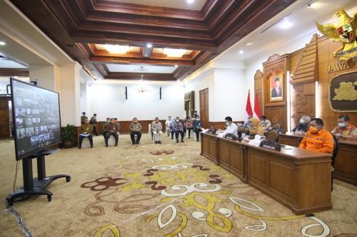 Bahas Dampak Sosial Ekonomi Covid-19, Gubernur Khofifah Gelar Rakor Video Conference dengan 38 Kepala Daerah