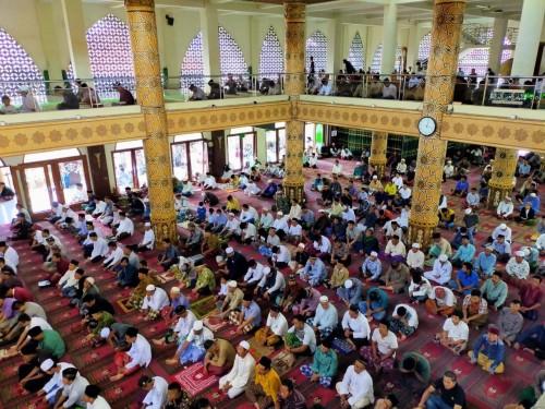 Suasana salat Jumat di salah satu masjid di Kota Batu beberapa saat lalu. (Foto: istimewa)