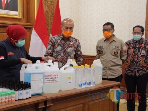 Pemprov Jatim Kerahkan Sekolah Produksi Hand Sanitizer