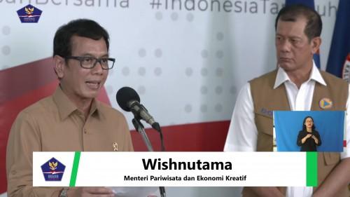 Menteri Pariwisata dan Ekonomi Kreatif, Wishnutama Kusubandio saat memberikan keterangan pada konferensi pers di Kantor BNPB, Sabtu (28/3/2020). (Foto: BNPB)
