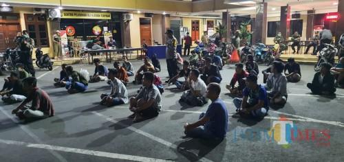 Ngopi Malam Hari, 60 Remaja Digelangdang ke Polres Lumajang