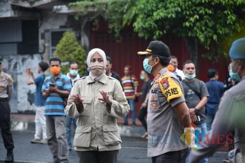 Bupati Jember saat koordinasi dengan jajaran Forpimda ketika memberlakukan Physical distancing (foto : Moh. Ali Makrus / Jatim TIMES)