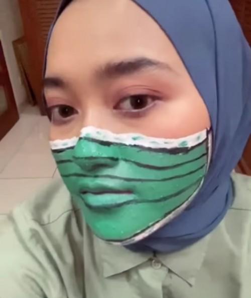 Make up masker anti virus ala beuty vloger Indira Kalistha. (Foto: instagram @indirakalistha)