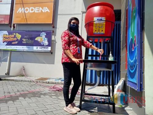 Tandon  Air Cuci Tangan dari Graha Bangunan, Praktis Ditempatkan di Mana Saja