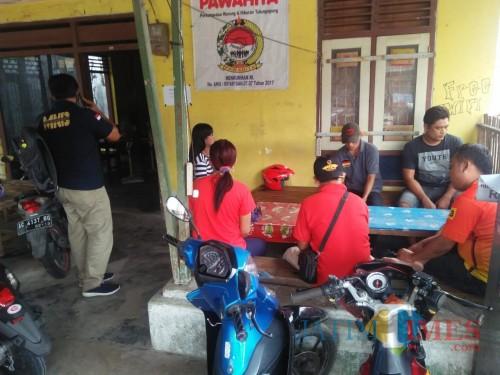 Beberapa pelanggan dan pemandu lagu saat terkena razia petugas / Foto : Dokpol / Tulungagung TIMES