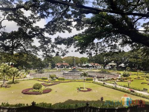 Alun-Alun Tugu Kota Malang yang kerap jadi jujugan wisatawan berkunjung ke Kota Malang. (Arifina Cahyanti Firdausi/MalangTIMES)