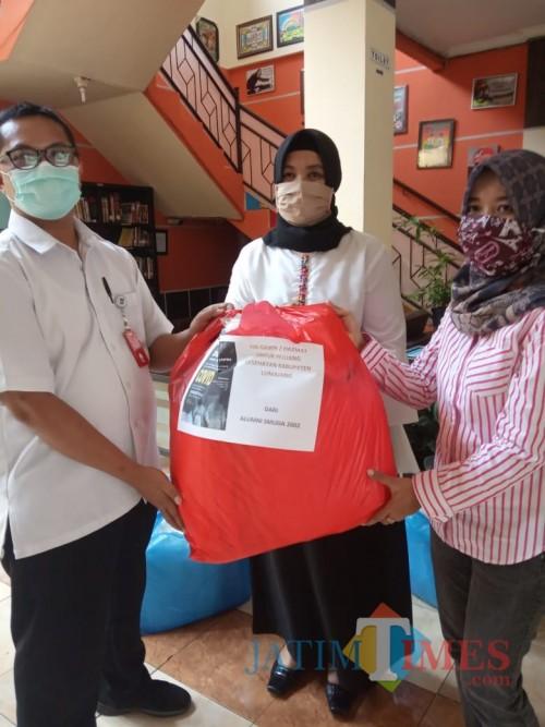 Alumni SMADA Lumajang 2002, Patungan Bantu Baju APD Untuk Petugas Medis