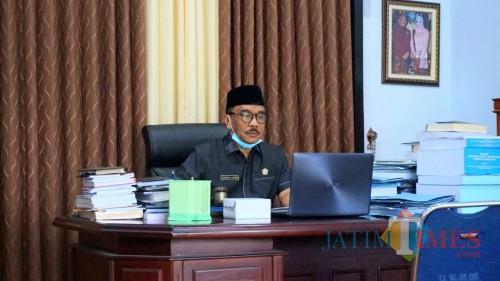 Ketua DPRD Trenggalek, Samsul Anam saat pimpin rapat paripurna lewat Video Conference