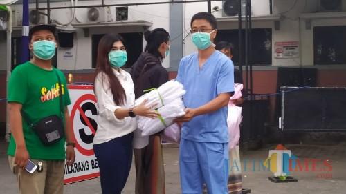 Dukungan APD dari Pelaku Usaha Digital Berdatangan ke RSUD Jombang