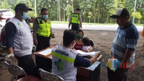 Posko Cek Point Kendaraan Yang Masuk Kabupaten Ngawi, Rabu 01/04/2020