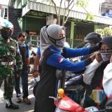 Gandeng Komunitas Pajero, Kodim Tulungagung Bagi-bagi Ribuan Masker Dan Hand Sanitizer