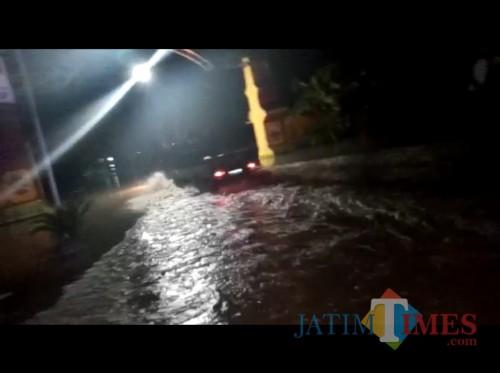 Jalan Penghubung Caruban-Madiun Diterjang Banjir