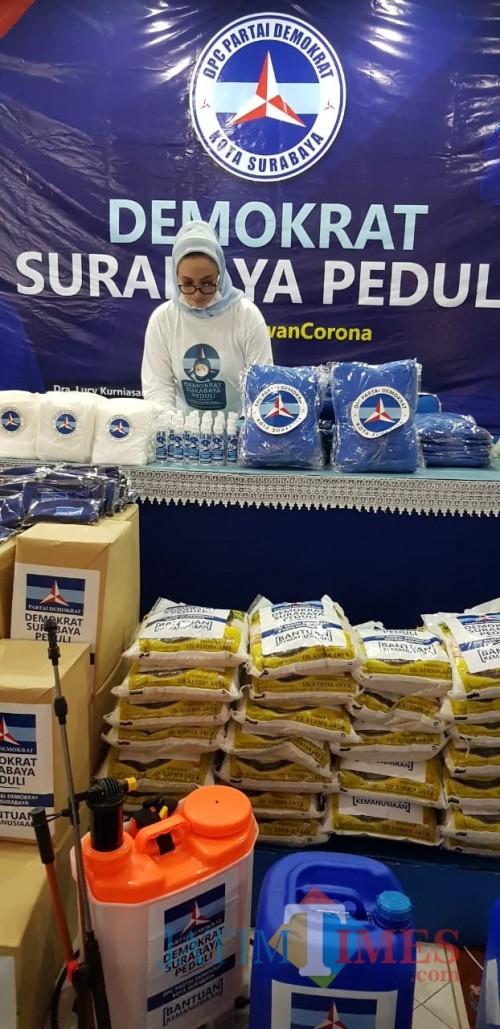 Pembagian masker Demokrat Surabaya