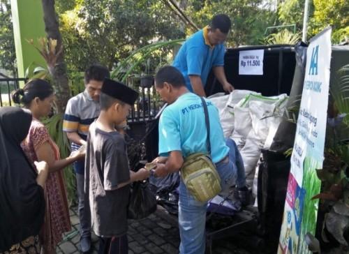 Suasana saat operasi pasar gula murah di salah satu kelurahan di Kota Malang. (ist)