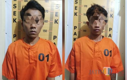 Dua tersangka pengedar dobel L yang di amankan Polsek Pakel / Foto : Dokpol / Tulungagung TIMES