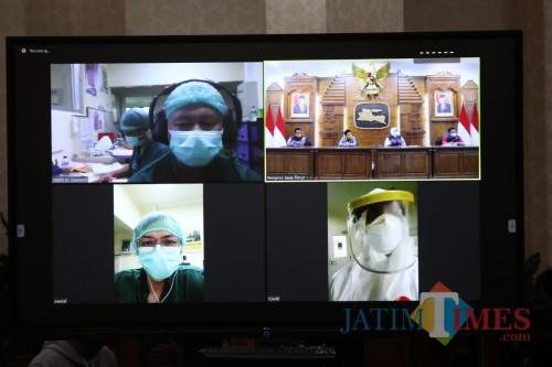 Gubernur Khofifah Beri Bonus Dokter dan Perawat Tangani Covid-19
