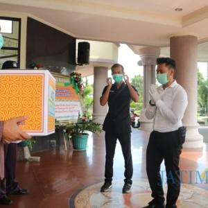 Anggota Polres Blitar Kota Beri Kejutan untuk Petugas Medis RSUD Mardi Waluyo