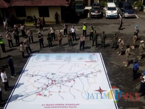 Jajaran Forkopimda Jember saat menggelar Tactical Floor Game Sispamkota di halaman Mapolres Jember. (foto : Moh. Ali Makrus / Jatim TIMES)