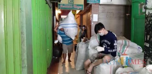 Pasar Ditutup, Legislator: Yang Ada Pemkot Bunuh Masyarakat Surabaya