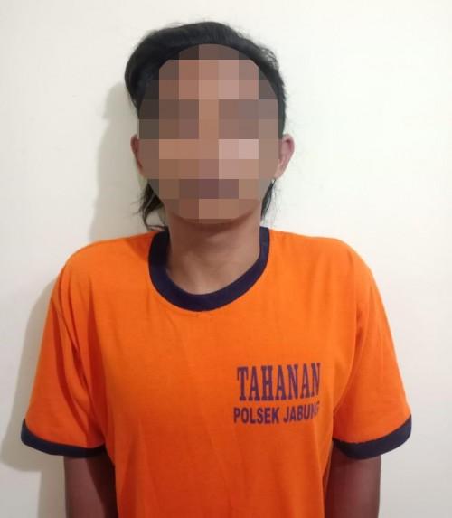 Khoirul Fausan tersangka pencurian saat diamankan polisi