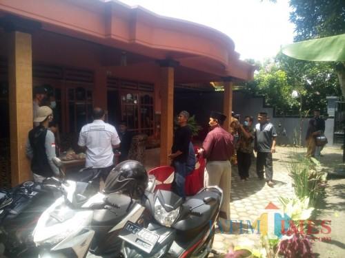 Situasi pernikahan yang dibubarkan pihak Polsek Ngantru Kabupaten Tulungagung (Foto : Dokpol/Tulungagung TIMES)