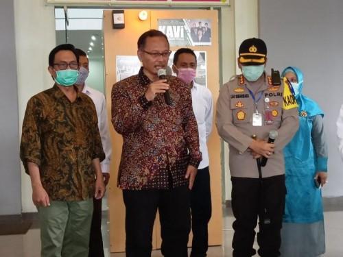 (dua dari kiri) Kapolresta Malang Kota, Kombes Pol Dr Leonardus Simarmata S Sos SIK MH dan Rektor UIN Malang, Prof Dr Abdul Haris MAg. (Foto: istimewa)