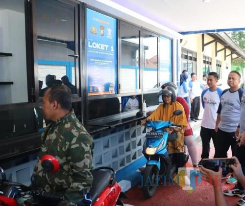 Pelayanan SIM di Satpas Singosari (Foto : Dokumen MalangTIMES)