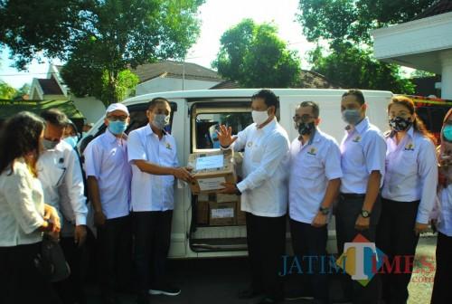 Kadin Kota Madiun Salurkan Bantuan Bagi Warga Terdampak Covid-19