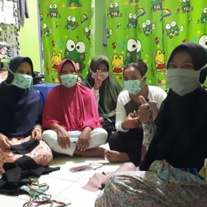 The Power of Emak-Emak, Lawan Covid-19 dengan Produksi Masker Kain Gratis