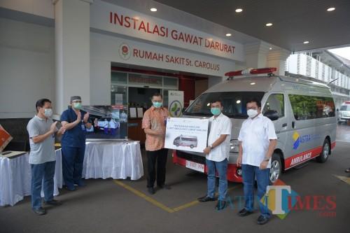 Astra Financial Donasikan Ambulance untuk Rumah Sakit St. Carolus