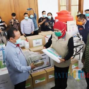 Bantu Berantas Covid-19, Yayasan Stapa Center Beri Bantuan ke Pemprov Jatim
