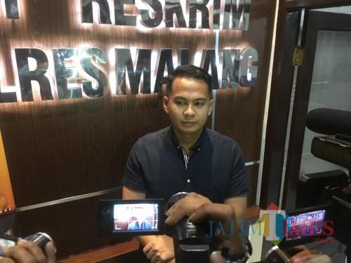 Kasat Reskrim Polres Malang, AKP Tiksnarto Andaru Rahutomo saat dimintai tanggapannya terkait narapidana asimilasi dari Kabupaten Malang (Foto : Ashaq Lupito / MalangTIMES)