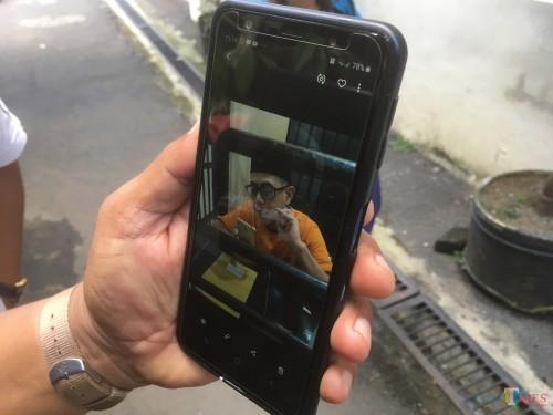 Salah satu tahanan Rutan Polres Malang saat dibesuk keluarganya melalui sistim besuk online (Foto : Ashaq Lupito / MalangTIMES)