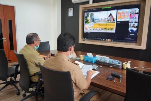 Aparatur Sipil Negara (ASN) Pemkot Batu saat Videoconference membahas pencegahan covid 19 di kantor masing-masing Balai Kota Among Tani beberapa saat lalu. (Foto: istimewa)