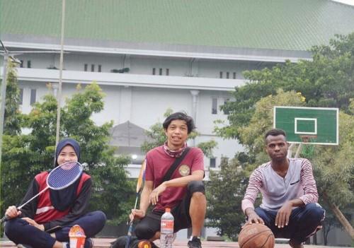 Mahasiswa asing yang belajar di UIN Malang mengisi kegiatan dengan berolahraga. (Foto: Humas)