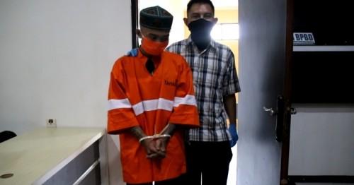 RD, kurir narkoba yang diamankan petugas (kiri)(Ist)