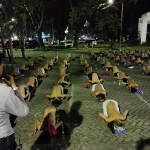 Polisi Obrak Balap Liar di GOR Ken Arok, 207 Remaja Disanksi Senam Malam