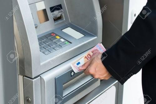 Mesin ATM (Foto:  123RF.com)