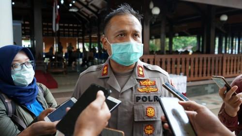 Kapolres Malang AKBP Hendri Umar, saat menjelaskan terkait konsekwensi warga yang menolak pemakaman jenasah covid-19