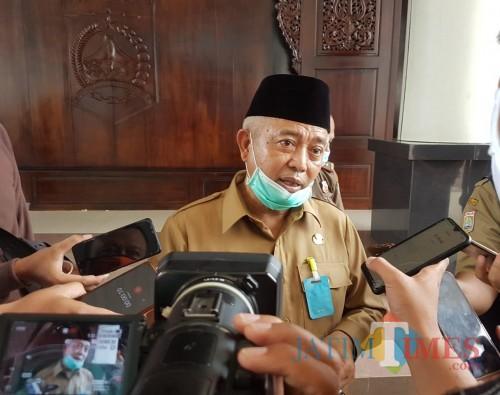 Bupati Malang HM Sanusi saat menerangkan terkait situasi wabah Covid-19 di Kabupaten Malang (Foto : Ashaq Lupito / MalangTIMES)