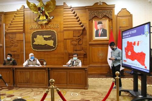 Konferensi pers di Grahadi