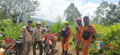 Beberapa personel saat melakukan koordinasi pencarian pendaki hilang. (Foto: istimewa)