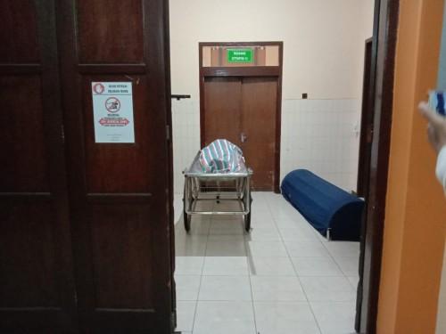 Jenazah Toli saat berada di kamar jenazah RSSA Kota Malang (Ist)