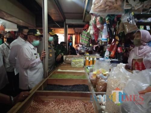 Rombongan Forkopimda Kabupaten Malang saat melakukan sidak di pasar gondanglegi