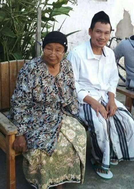 Ibunda Gus Baha meninggal dunia (Foto: bangkitmedia.com)
