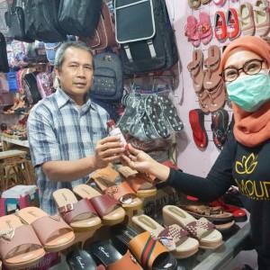 Peduli Pedagang Pasar, Lamour Skincare Bagikan Ribuan Masker dan Sabun Cuci Tangan