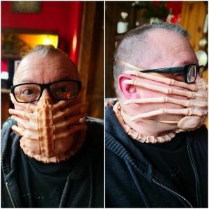 Seniman Ini Buat Masker Berkarakter Facehugger di Film Alien, Bisa Cegah Covid-19?