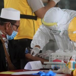 Masuk Jatim, 249 PMI dari Malaysia Diberi Gelang Penanda Meski Negatif Covid-19